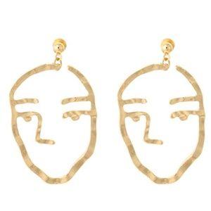 Face shape minimalist earrings